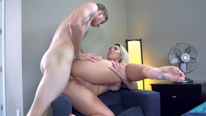 BigButtsLikeItBig.com - Assh Lee is a very slim blonde haired