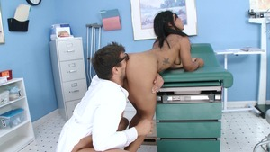 Doctor Adventures: Ebony Leilani Leeane ass to mouth