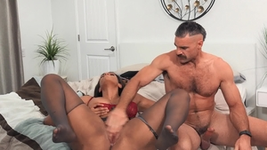 Brazzers Exxtra: Bubble butt Halle Hayes lusts dick sucking