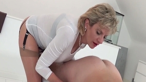 LadySonia: Cumshot along with married woman
